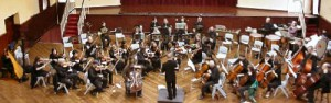Photo of orchestra and soloist